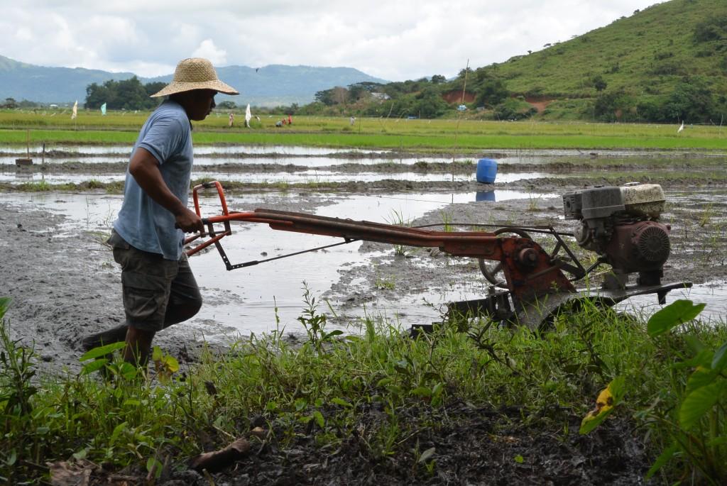農業機械(耕耘機、脱穀機、可動式精米機)の低利子レンタル
